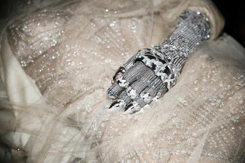 Img-daphne-guinnes-glove_120909478960.jpg_article_singleimage