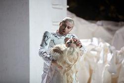 Pavol Breslik (Don Ottavio) and Carmela Remigio (Donna Anna)_Autumn de Wilde